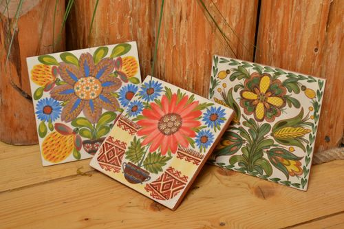Ceramic handmade tiles painted with engobes set of 3 pieces with flowers - MADEheart.com