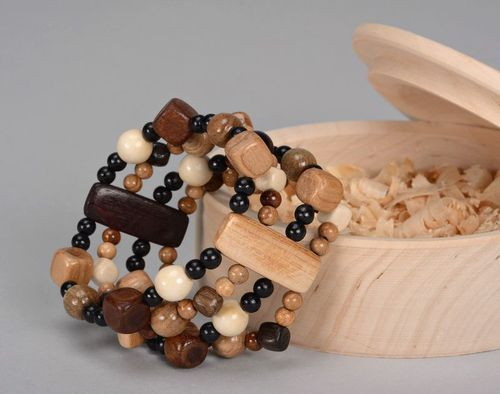 Brown wooden bracelet - MADEheart.com