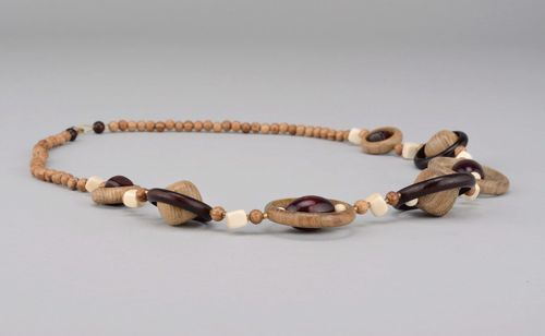 Beads made of different kind of wood with clasp - MADEheart.com