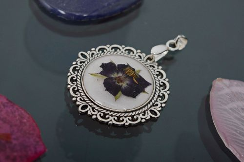 Epoxy neck pendant with violet flower - MADEheart.com