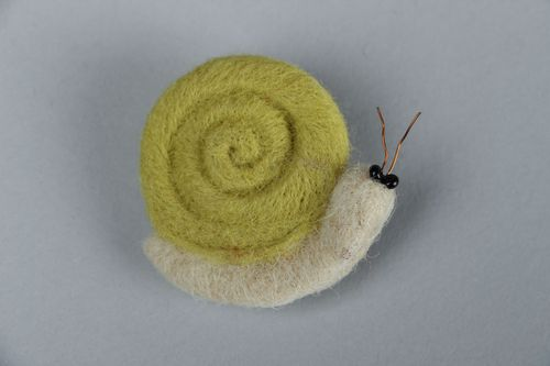 Felted wool brooch Snail - MADEheart.com