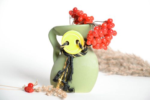 Ceramic vase with a button - MADEheart.com