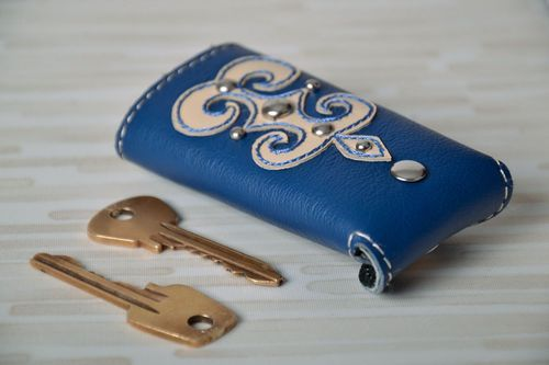 Leather key holder with application - MADEheart.com