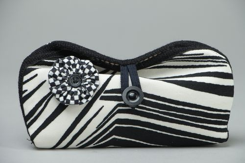 Black and white eyeglass case with button - MADEheart.com