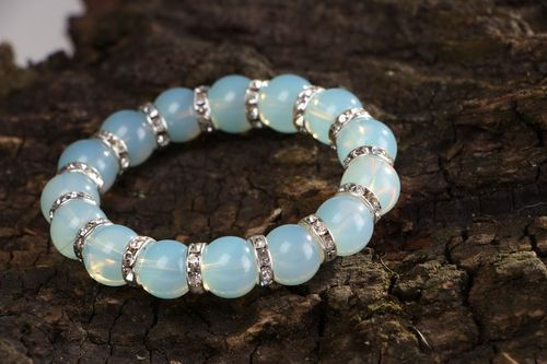 Bracelet made of moonstone with elastic band - MADEheart.com