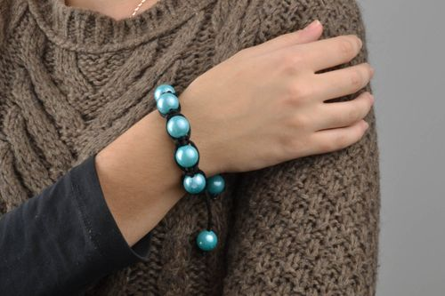Braided bracelet with blue beads - MADEheart.com