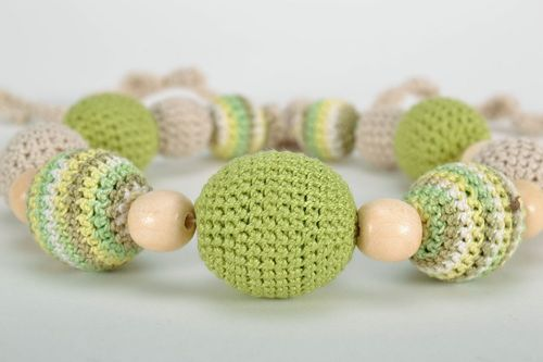 Slingo beads in light green tones - MADEheart.com