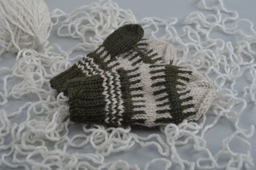 Warm winter homemade stranded knit woolen mittens with ornaments for children - MADEheart.com