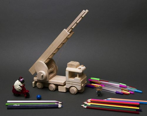 Wooden toy Fire Engine - MADEheart.com