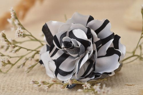 Handmade brooch jewelry flower hair clip hair jewelry fashion accessories - MADEheart.com