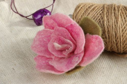 Felted brooch Rose - MADEheart.com