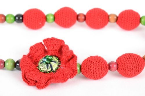 Crocheted necklace for young mothers - MADEheart.com