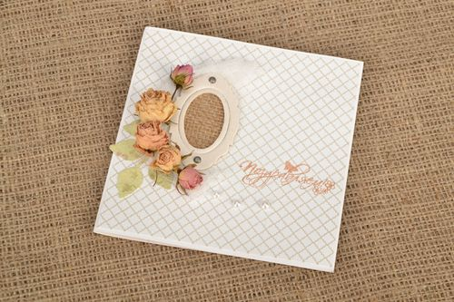 Greeting card with dried flowers - MADEheart.com
