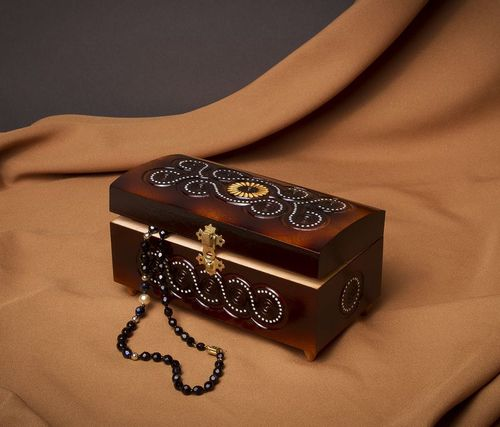 Wooden carved jewelry box with inlay - MADEheart.com