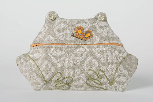 Handmade cosmetic bag sewn of linen in the shape of frog with zipper fastener - MADEheart.com