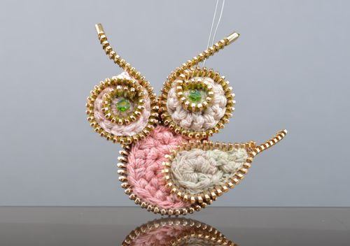 Handmade pink knitted brooch with metal zippers Owl - MADEheart.com