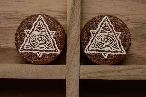 Wooden plug earrings with engraving - MADEheart.com