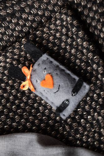 Cute felt brooch Rabbit - MADEheart.com
