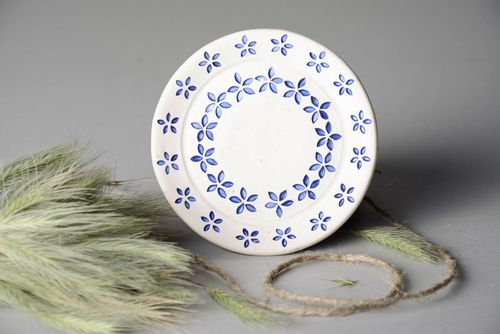 Decorative plate with blue flowers - MADEheart.com