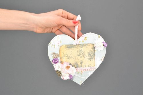 Beautiful fabric photo frame in the shape of heart - MADEheart.com