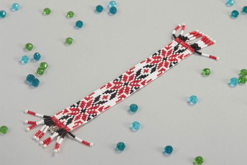 Stylish handmade beaded bracelet woven wrist bracelet jewelry designs gift ideas - MADEheart.com