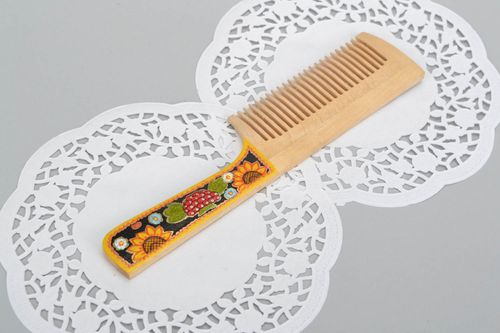 Comb with painted handle - MADEheart.com