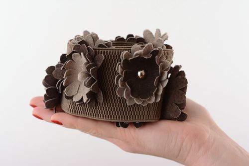 Elastic belt with leather flowers - MADEheart.com