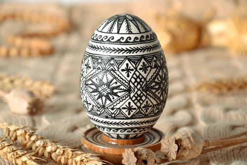Homemade painted goose egg - MADEheart.com