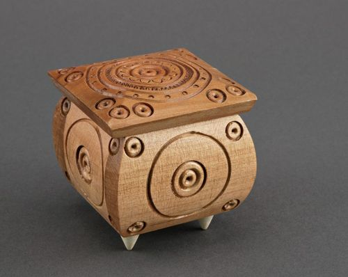 Small wooden box with carving - MADEheart.com