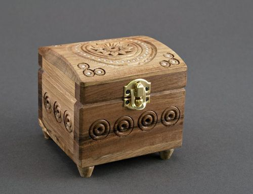 Wooden jewelry box - MADEheart.com