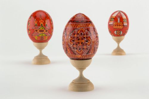 Wooden egg in red colors - MADEheart.com