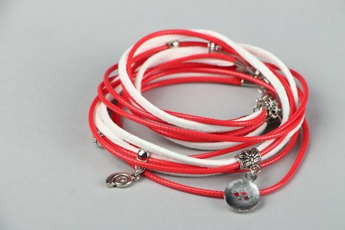 Suede bracelet red and white - MADEheart.com