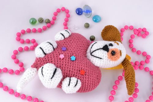 Soft crochet toy dog with heart - MADEheart.com