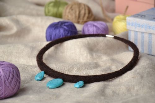 Wool necklace with turquoise-like artificial gems - MADEheart.com