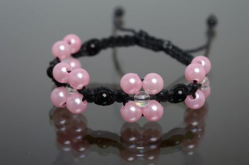 Woven macrame polyester cord bracelet with ceramic beads - MADEheart.com