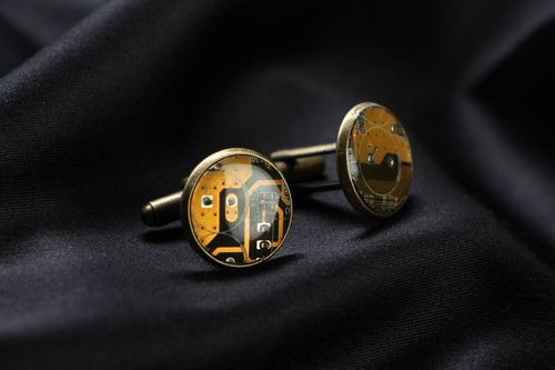 Round cuff links with micro schemes of yellow color - MADEheart.com