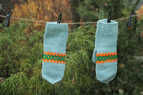 Blue knitted mittens - MADEheart.com