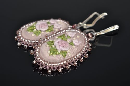 Handmade oval embroidered earrings with beads Nacre - MADEheart.com