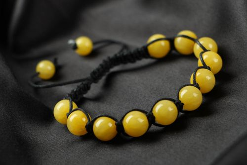 Yellow bracelet made ​​of natural stone - MADEheart.com