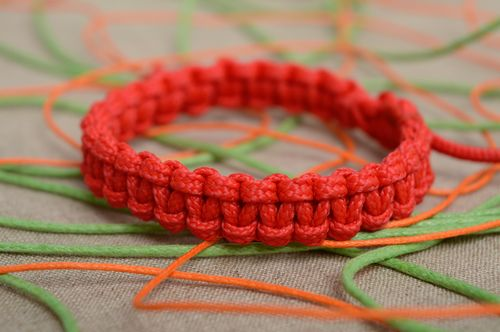 Red macrame woven polyester cord bracelet - MADEheart.com