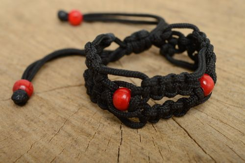 Macrame polyester cord bracelet with painted wooden beads - MADEheart.com