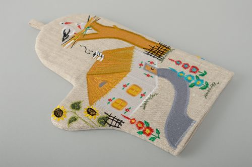 Oven mitt with applique work in Ukrainian style - MADEheart.com