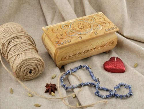Wooden box inlaid with beads - MADEheart.com
