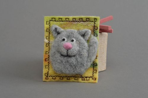 Handmade beautiful stylish textile fridge magnet made of wool Adult cat - MADEheart.com