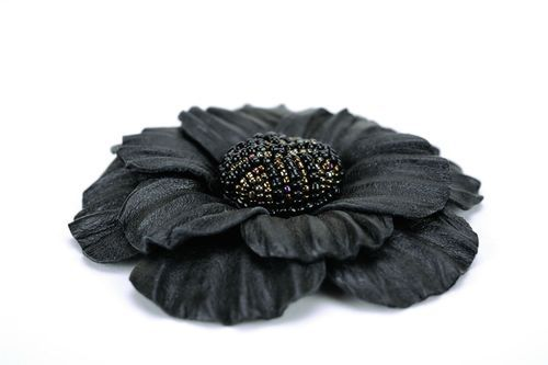 Flower brooch made ​​of leather and beads. - MADEheart.com
