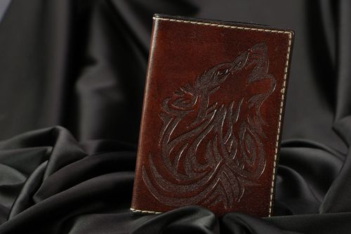 Leather passport cover Wolf - MADEheart.com