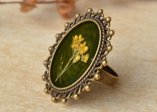 Round vintage ring with natural flowers - MADEheart.com