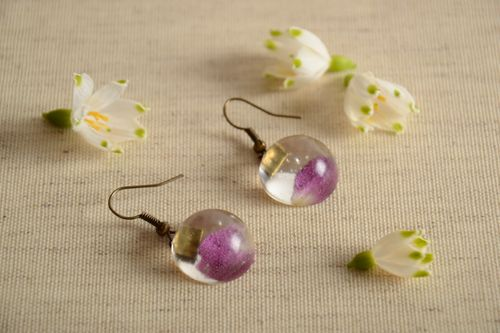 Handmade round earrings with real flower petals coated with epoxy - MADEheart.com