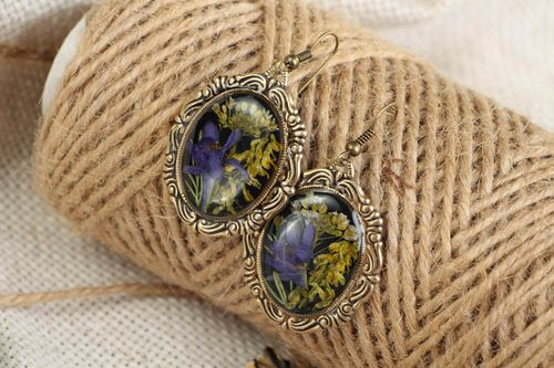 Earrings with wild flowers coated with jewelry resin - MADEheart.com