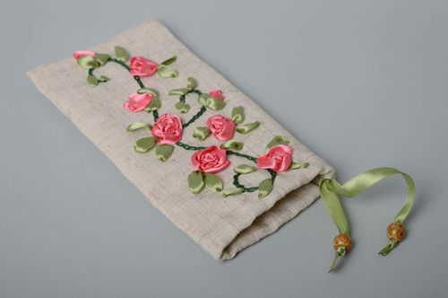 Fabric sun glasses case embroidered with ribbons - MADEheart.com